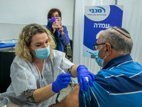 Među cijepljenim Izraelcima broj novozaraženih smanjio se za 53 posto