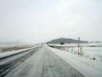 Vozači se pozivaju na oprez zbog snijega i jakih udara vjetra