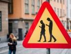 Predložene astronomske kazne za pješake koji gledaju u mobitel
