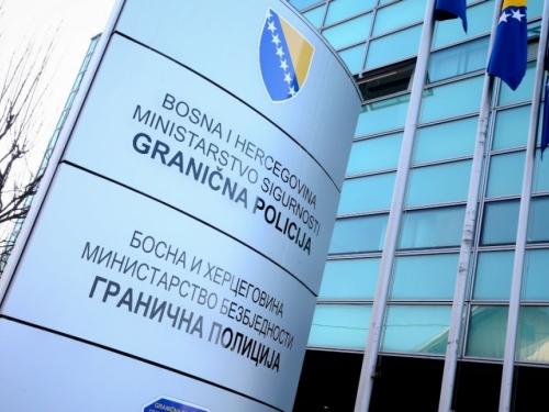 Uhićen graničar u BiH: U državu pustio tri osobe koje nisu smjele ući