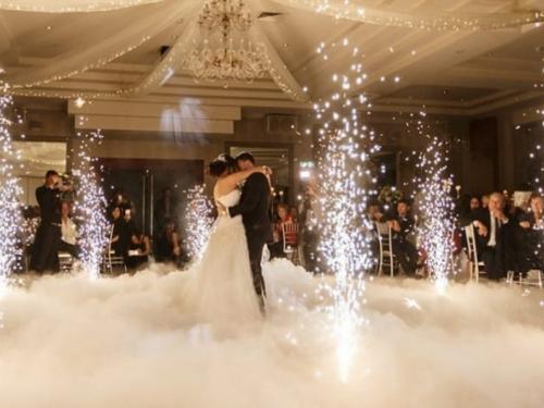 Učinite Vaše vjenčanje bajkovitim uz ples na oblacima, prskailce, balončiće…