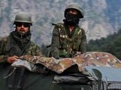 Vojnici se naoružavaju buzdovanima i kopljima, ispaljeni prvi meci: Zaoštrava se sukob na granici