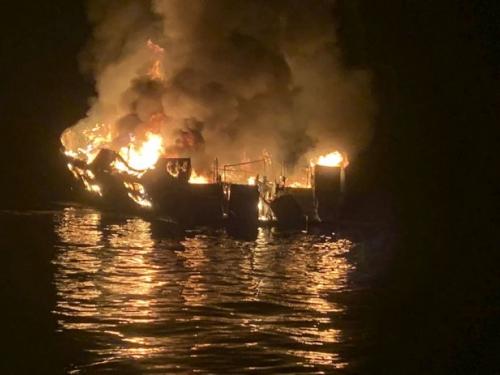 Putnici broda izgorjeli na spavanju, pronađeno 25 tijela