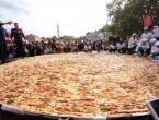 Guinnessov rekord: Napravljen burek od 650 kilograma i porcija s 1.500 ćevapa