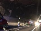 Troje ozlijeđenih u sudaru automobila i traktora u tunelu