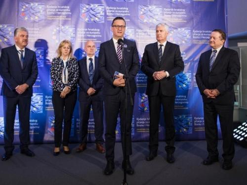 Hrvati lideri k EU i NATO-u, bez Izbornog zakona BiH će biti blokirana kao Mostar