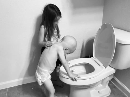 Dječak s fotografije koja je rasplakala čitav svijet se izliječio od raka