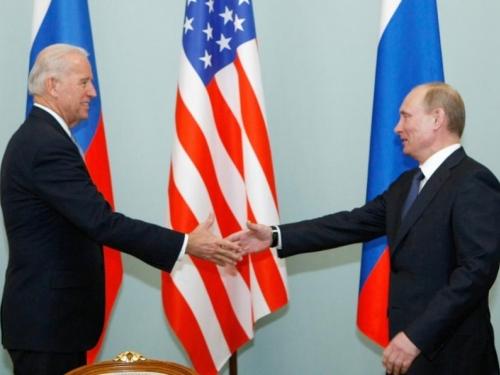 Biden pritisnuo Putina