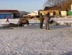 30-tak automobila propalo kroz led u rijeku