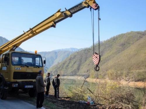 Izvučeno tijelo mladića koji je autom sletio u Jablaničko jezero