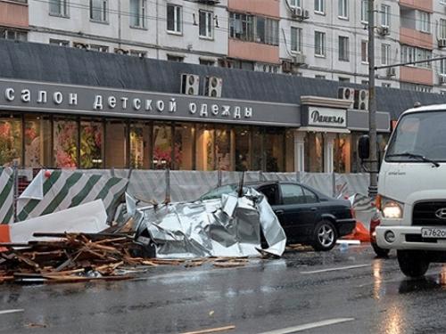 U oluji u Moskvi poginulo 13 osoba, desetine ozlijeđeno