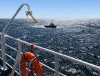 Mali remorker tegli brod s 300 ljudi prema Splitu