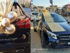 Romantika na grudski način: Muškarac svojoj ljepšoj polovici kupio luksuzni Mercedes