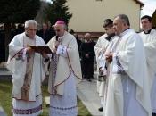 FOTO: Mons. dr. Pero Sudar blagoslovio novi križ i spomenik Stjepanu Džalti na Uzdolu