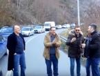 Kolona na putu Jablanica-Prozor: Putnici harmonikom i pjesmom kratili čekanje