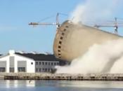 Greška u rušenju silosa u Danskoj, toranj zdrobio susjednu zgradu