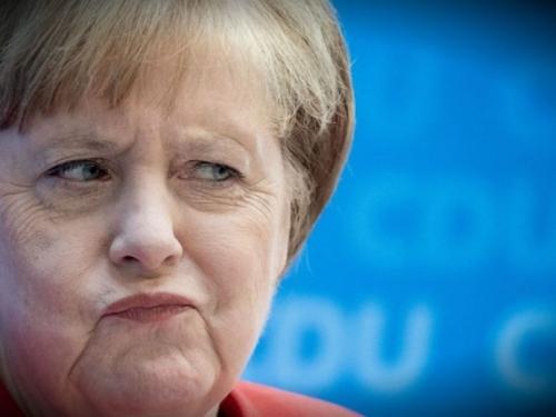 Angela Merkel: Rusija vodi hibridni rat protiv njemačkih vojnika