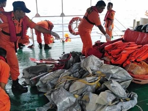 Indonezijski avion sa 188 ljudi pao u more