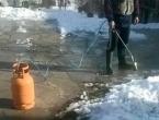 Dalmatinac čišćenjem snijega postao hit na društvenim mrežama