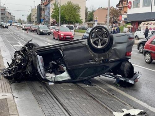 Teška nesreća u zagrebačkoj Dubravi: Skršeno više auta