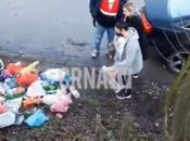 Pobacali smeće pored ceste, pa onda sve pokupili jer su uhvaćeni