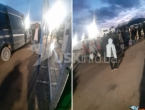 Građani parkirali vozila i blokirali ulaz u kamp za migrante