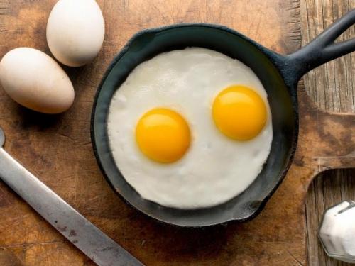 Zašto ne treba peći jaja na suncokretovom ulju?