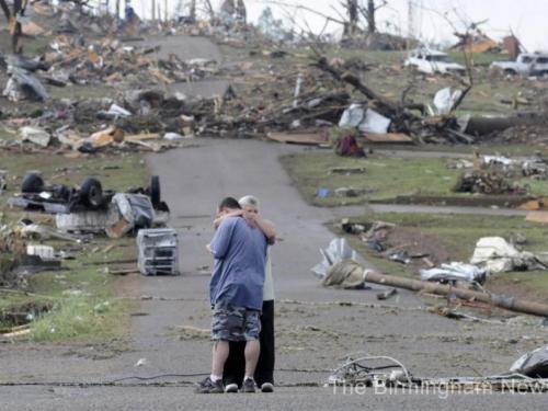 Ubojiti tornado: Među 23 mrtvih 7 članova jedne obitelji