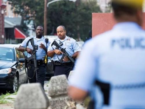 U Philadelphiji zatočio policajce i satima pucao po njima, šestero ranjenih