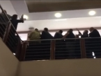 VIDEO: Zastupnici u Republici Srpskoj pokušavaju fizički blokirati sjednicu parlamenta