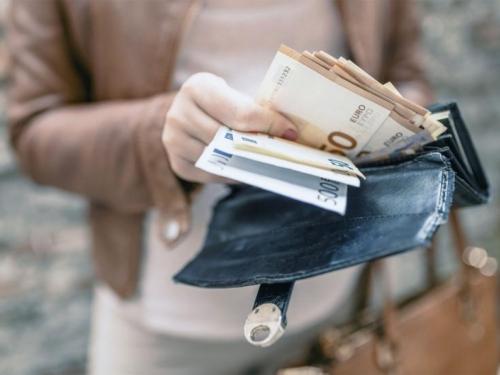 Žena iz Tomislavgrada uhvaćena na granici s 258 tisuća eura