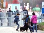 Migranti premješteni s graničnog prijelaza u Velikoj Kladuši, granica se otvara