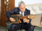 Nastavnik od kalašnjikova napravio glazbeni instrument