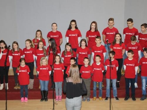 FOTO/VIDEO: Humanitarni ''Božićni koncert'' ramskih župa