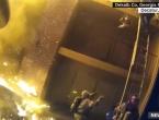 VIDEO: Vatrogasac u SAD-u uhvatio dijete bačeno s trećeg kata zgrade u plamenu
