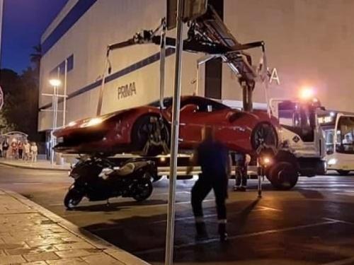 Kakva scena u Splitu: Pauk nije imao milosti i digao skupocjeni Ferrari