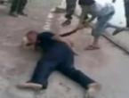 Sirijski pobunjenici natjerali dječaka da zakolje zarobljenika