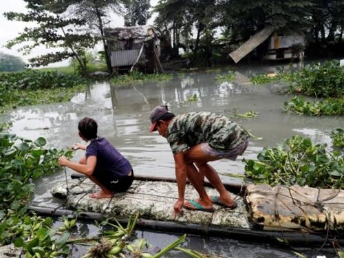 Tajfun poharao Filipine, najmanje 200 mrtvih, 140 nestalih i 70.000 raseljenih