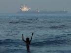 Eksplozija na iranskom tankeru, nafta iscurila u more
