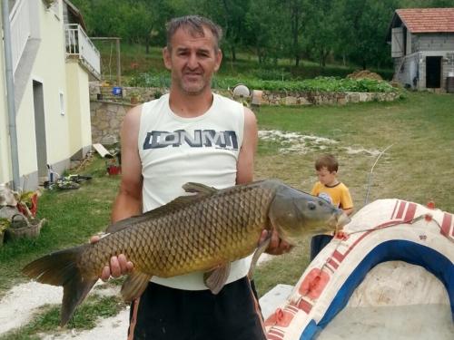 U Ramskom jezeru Ivan ulovio šarana kapitalca teškog 12,5 kg
