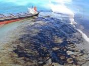 U sudaru tankera i broda izlilo se 400 tona nafte