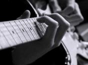 Drvar: Dječak preminuo od strujnog udara dok je svirao električnu gitaru