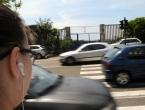 Veće kazne vozačima za prekršaje, ali i pješacima za slušanje glazbe