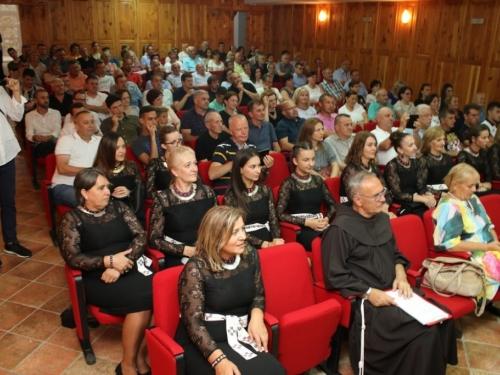 FOTO: Na Šćitu predstavljena knjiga Petra Lovrića ''Od Rame do Himalaye''