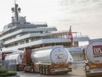 Abramovičeva jahta čeka 750 tona goriva za milijun eura