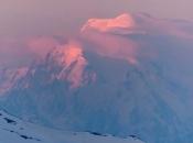 Ogromni ledenjak na Mont Blancu bi se mogao odlomiti, zatvorene su ceste