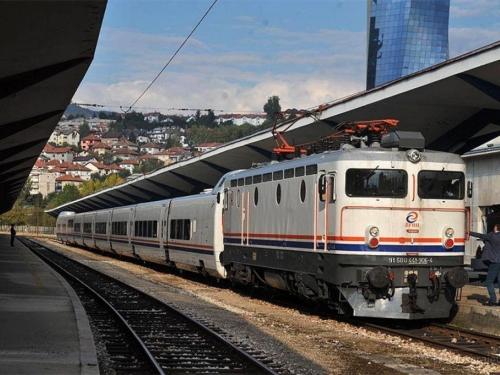 Sudbina bh. željeznica - Vlakovi ne voze danju, ne voze noću...