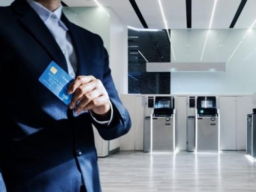 Bankar dizao novac računa klijenata