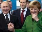 Putin na telefonu s Trumpom i oči u oči s Merkel