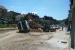 FOTO: U Prozoru se prevrnuo kamion natovaren zemljom